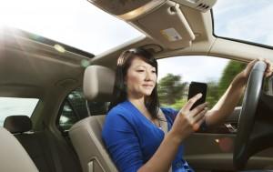 woman-car-phone